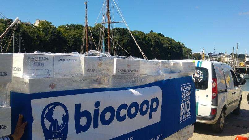 Le distributeur de produits bios a signé un contrat avec la société française TransOceanic Wind Transport (TOWT) pour l'acheminement de 800.000 bouteilles de vin depuis le Portugal.